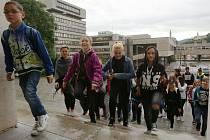 Žáci Základní školy Neštěmická cestují za výukou do Domu dětí a mládeže a Domu kultury.