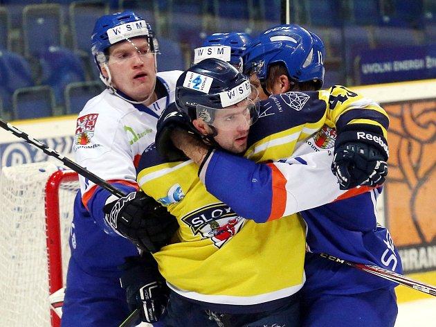 Hokejisté Slovanu (žlutí) doma prohráli s Litoměřicemi vysoko 0:5.