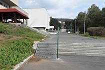 Některá schodiště na Severní Terase mají nově řešené nájezdy pro kočárky