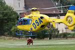 Letečtí záchranáři z Ústí nad Labem cvičili společně s poříční policií z Brné za pomocí vrtulníku evakuaci osob z lodě.