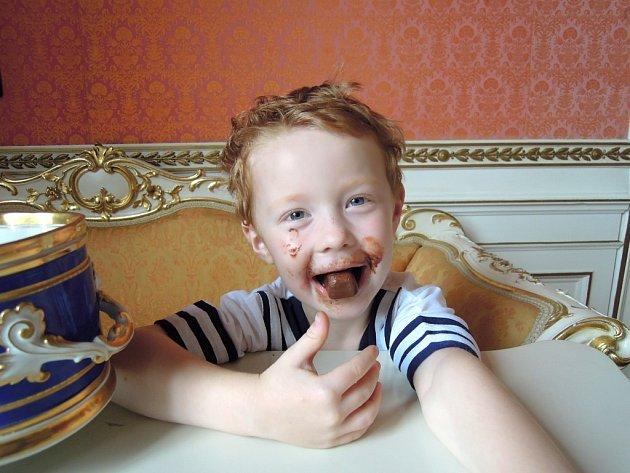 Zamlsejte si čokoládu na zámku.