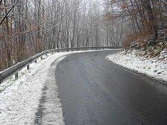 Silnice ze Střekova do Kojetic a na Novou Ves.