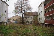 Pavlačové domy v Matiční ulici jsou prázdné a zdevastované.