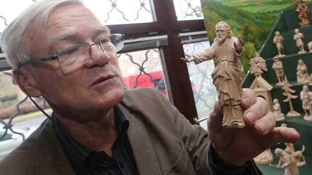 Starožitník Vlastimil Kolouch a jeho unikátní betlém.