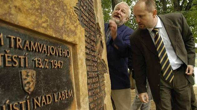 Oběti tragického tramvajového neštěstí na Bukově mají svůj pomník