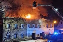 Požár střechy domu v Petrovicích