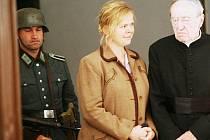 Ač natáčí Petr Nikolaev film Lidice v Chcebuzi na Litoměřicku, včera si vybral pro vznik snímku o tragédii zubrnický skanzen.