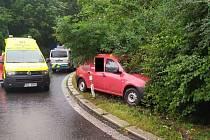 Nehoda osobního vozu v Důlcích.