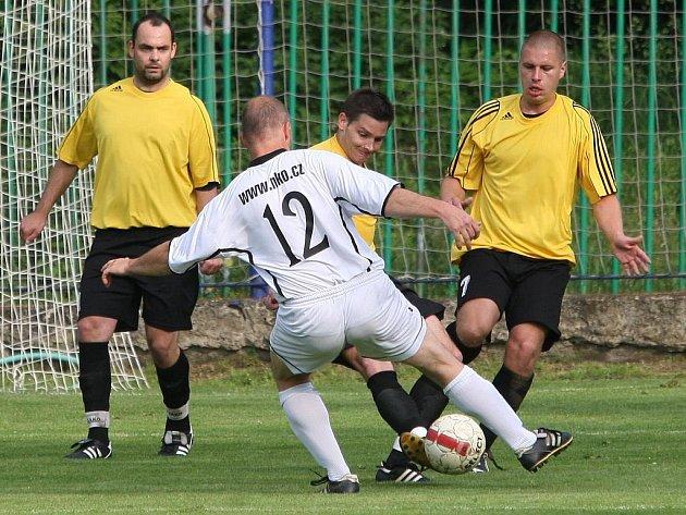 Fotbalisté Střekova získali důležité tři body, když porazili Bezděkov 3:1.