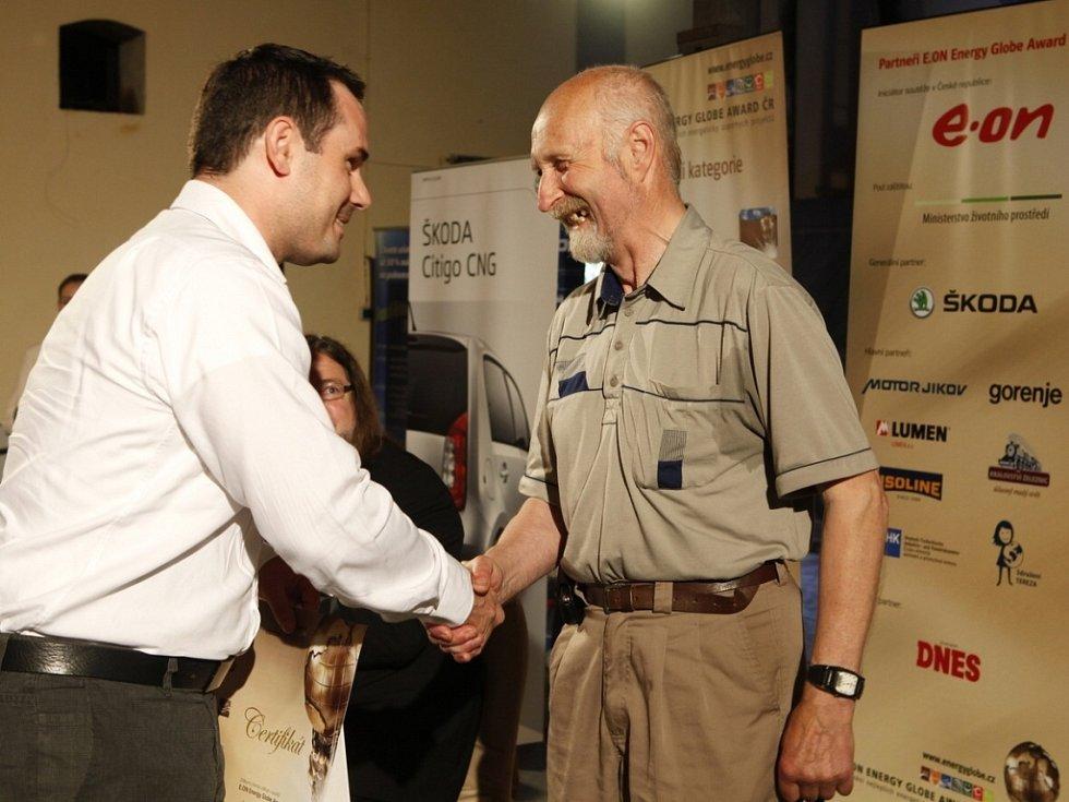 Vítězem české kategorie Kutil za loňský rok se stal Bohumil Lhota, a to za svůj ekologický dům.