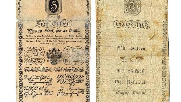 Příklad rakouské bankocetle, kterou stát vydával, když mu chyběly peníze z drahého kovu, případně místo těchto peněz. Jejich divoké vydávání vedlo k hyperinflaci a státnímu bankrotu v roce 1811. Jeden z exponátů výstavy.