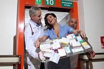 V zákoutích pražské kliniky IKEM vznikaly snímky pěvkyně Kalivodové ve prospěch tohoto důležitého zdravotnického zařízení.
