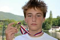 Adam dostal za bronzovou medaili z mistrovství loď.