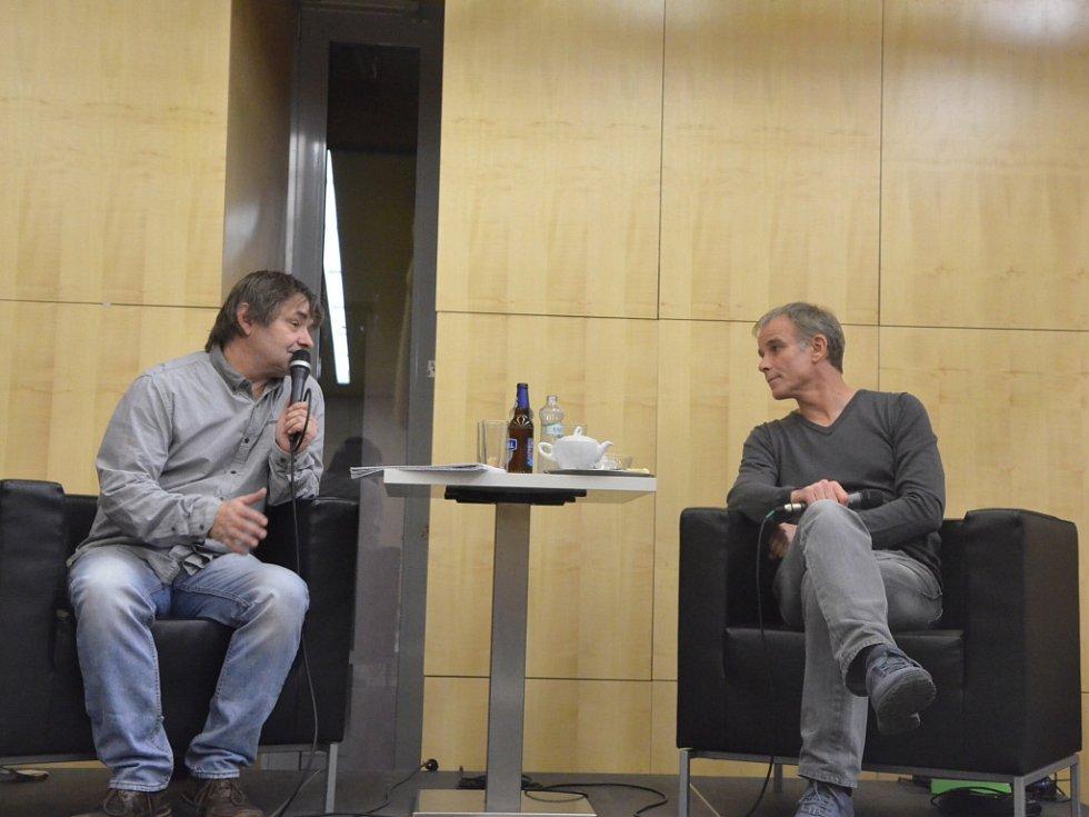 Hostem talk show Antonína Moravce byl herec Lukáš Vaculík.