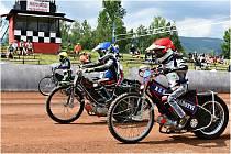 V sobotu 3. července byl v Chabařovicích pro milovníky silných motorek svátek, na antukovém oválu se jelo mistrovství republiky v klasické ploché dráze a také v závodech americké ploché dráhy.