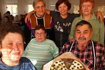 Seniorský osmiboj  v areálu Domova důchodců v Dubí už podvanácté dokazuje všem, že aktivní stáří patří k životu.