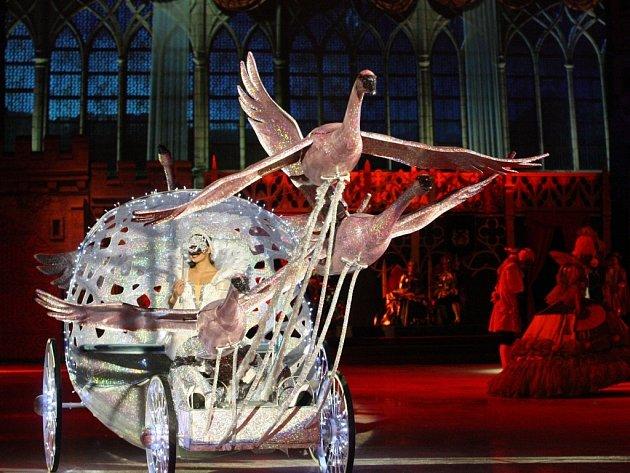Snímek zpředstavení Popelka na ledě.