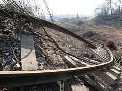 Těžba v rizikové oblasti sesuvu. Na místo je vstup zakázán.