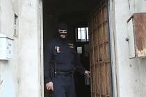 Objekt bývalé restaurace Na Luhách v Předlicích obsadili v úterý dopoledne policisté.