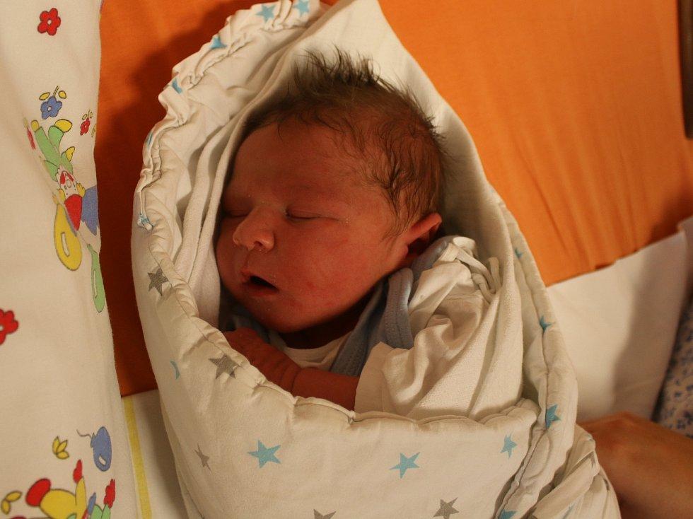 Oliver Bulák se narodil Vendule Landové z Lovosic 3. října v 8.23 hod. v ústecké porodnici. Měřil 51 cm a vážil 3,87 kg.