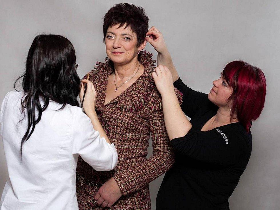 Věra Kováčová před proměnou a po ní, v kabátku od módní návrhářky Alice Abraham ozdobená šperky z Diamond Clubu.