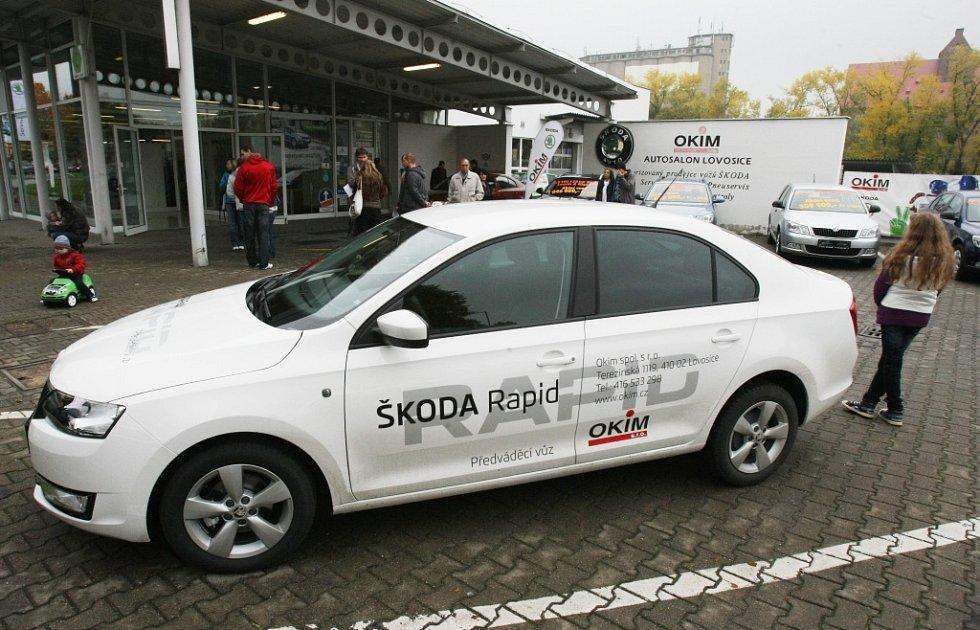 Novou Škodu Rapid představili v sobotu 20. října i v autosalonu OKIM v Lovosicích. Proběhlo zde 49 předváděcích jízd.