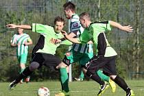 Fotbalisté Hostovic (zeleno-černí) sestupují zpátky do 1.B třídy.