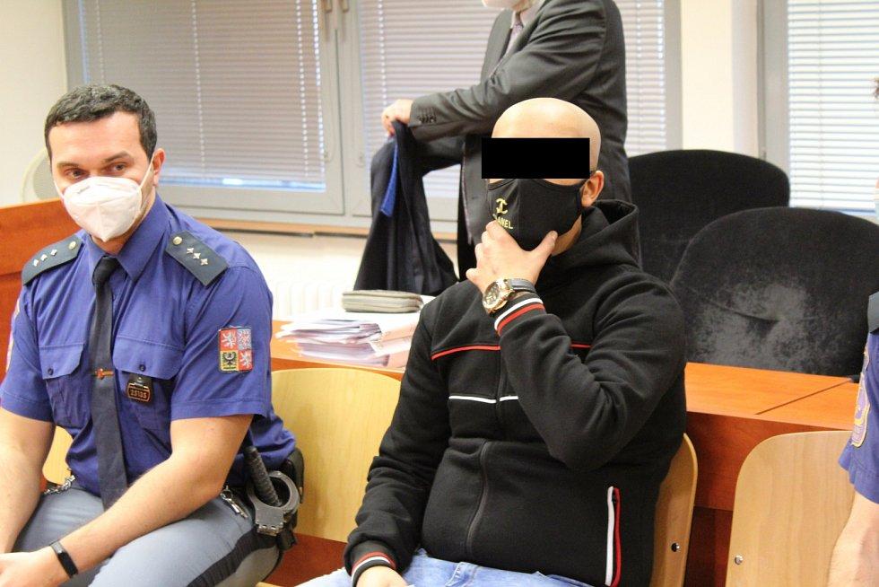 Muž z Kadaně čelí u ústeckého krajského soudu obžalobě z pohlavního zneužití a obchodování s lidmi.