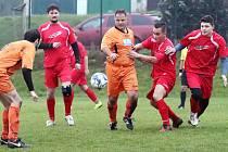 III. třída Ústí n/L- TJ Skorotice (červené dresy) proti Spartak Tisá (oranžové dresy).