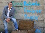 Vláda ČR v demisi včetně premiéra Andreje Babiše navštívila některé problémové lokality v Ústí nad Labem. Všichni  členové vlády navštívili Sklářskou ulici v Předlicích a pak se přesunuli k ubytovně Modrá na Střekově.