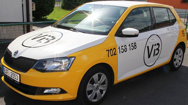 Taxíky v barvách bývalé veřejné bezpečnosti.