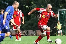 Fotbalisté Neštěmic (červení) doma porazili rezervu Roudnice 4:2.