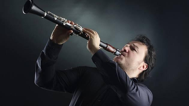 Přední český virtuóz Milan Řeřicha je organizátorem soutěže.