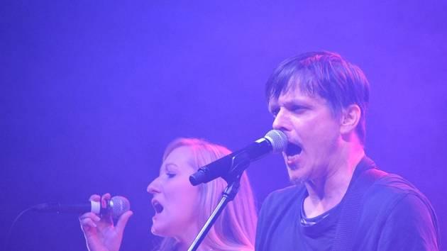 S Michalem Malátným nazpívala song Slovenský klín Bára Hosnedlová.