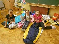 Na Noci knihoven se petrovičtí školáci seznámili s historií své obce.