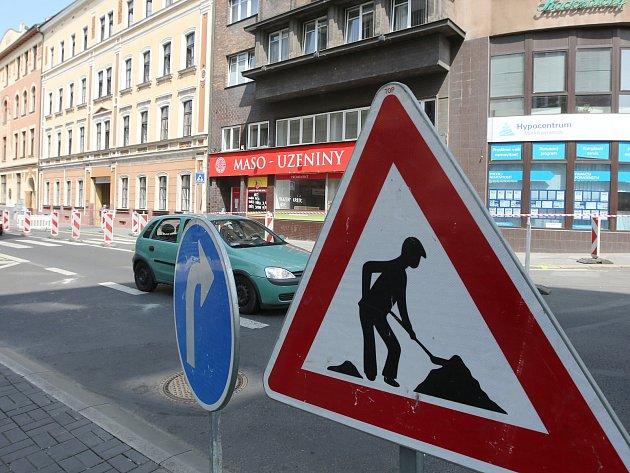 Oprava Pařížské ulice způsobí komplikace v dopravě ve středu Ústí.