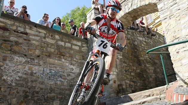 Pátý ročník amatérského cyklistického závodu s adrenalinovým sjezdem Máchových schodů se uskuteční v neděli 21. dubna 2013.