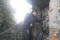 Strážníci městské policie vyrážejí na bezpečnostní akce a bezdomovce kontrolují.