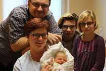 Ellen Šimralová se narodila v ústecké porodnici 17.1.2017 (23.48) Ivě Šimralové Haidlové. Měřila 51 cm, vážila 3,79 kg.