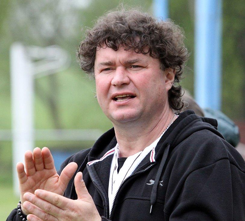 Trenér Chuderova Roman Tikovský.