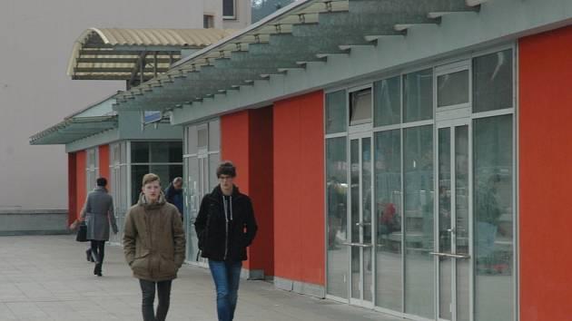 Obsadit prázdné prostory pod ústeckým hlavním nádražím se radnice snaží již čtyři roky.