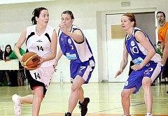 Z basketbalového klání 2. ligy mezi Skřivánkem a Karlínem.