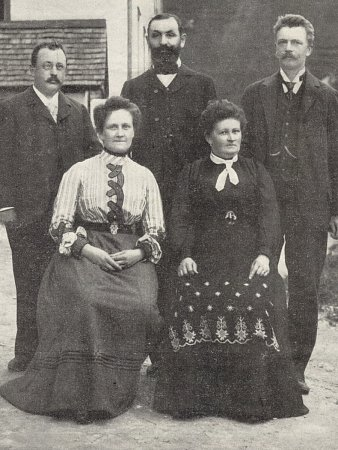 Daniel Swarovski na rodinném snímku, vpravo.