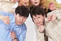 Naposledy vidělo ústecké publikum Jana Hrušínského (vlevo) v komedii Takový žertík. Ve hře účinkují i (zprava)  Jan Šťastný, Lucie Juřičková a Miluše Šplechtová.