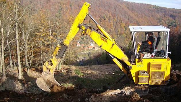 ŠIRŠÍ SLALOMÁK.  Takto rozšířili v lyžařském středisku Telnice horní část Salomáku. Rozšíření se dočkala i sjezdovka Macháček.