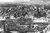 Po prvním bombardování byla zničena velká část městského centra.