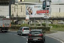 Billboard chtějí dát za hubičku