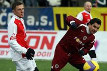 Václav Budka (vpravo) při Silvestrovském derby Sparta vs. Slavia.