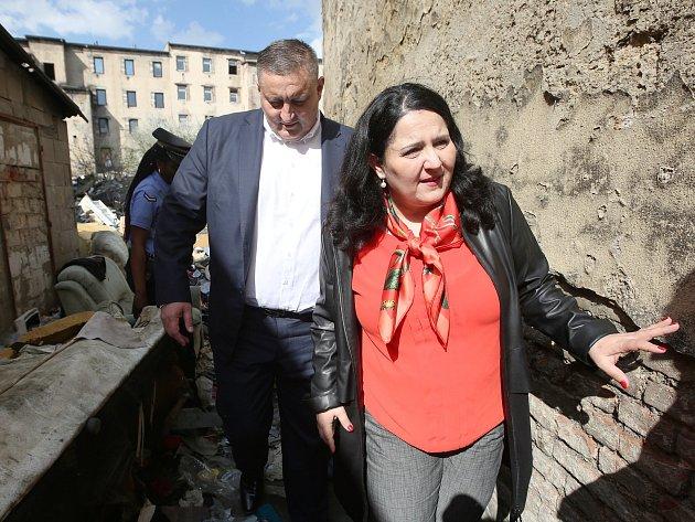 Ministryně práce a sociálních věcí Jaroslava Němcová navštívila problémovou lokalitu v Předlicích.