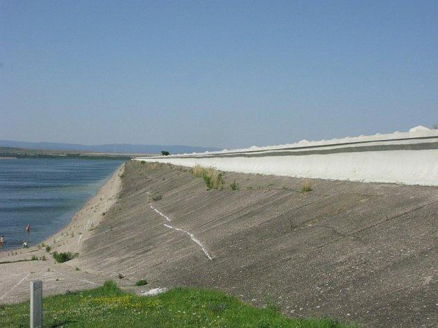 Nechranická přehrada vybudovaná na řece Ohře v blízkosti města Kadaň na Chomutovsku.